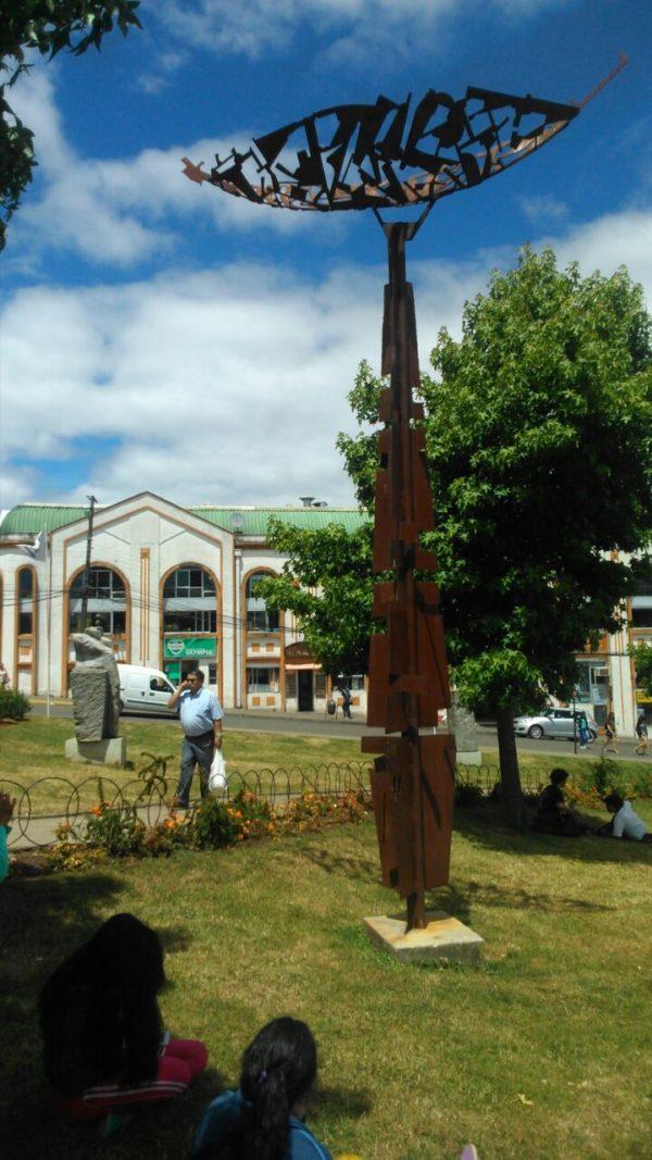 Balandra. Escultura en el paseo fluvial en la cuidad de Valdivia. De 7.50 x 3.00 metros de Acero.